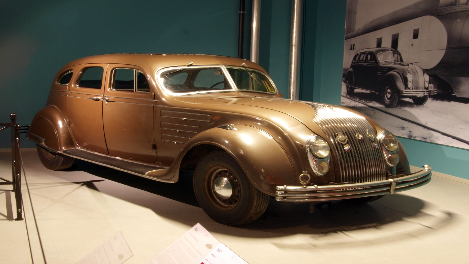 Oldsmobile la primera marca que incluyó parabrisas de serie en todos sus coches.1920