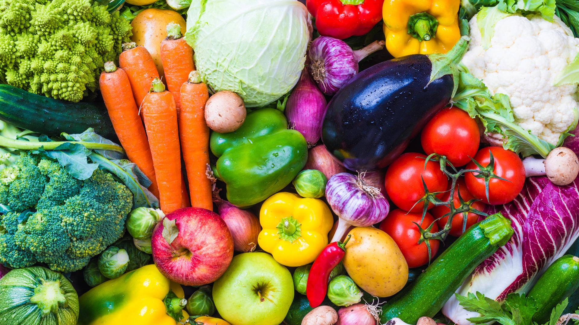 frutas-y-hortalizas-que-deberiamos-comer-tambien-con-piel-1920