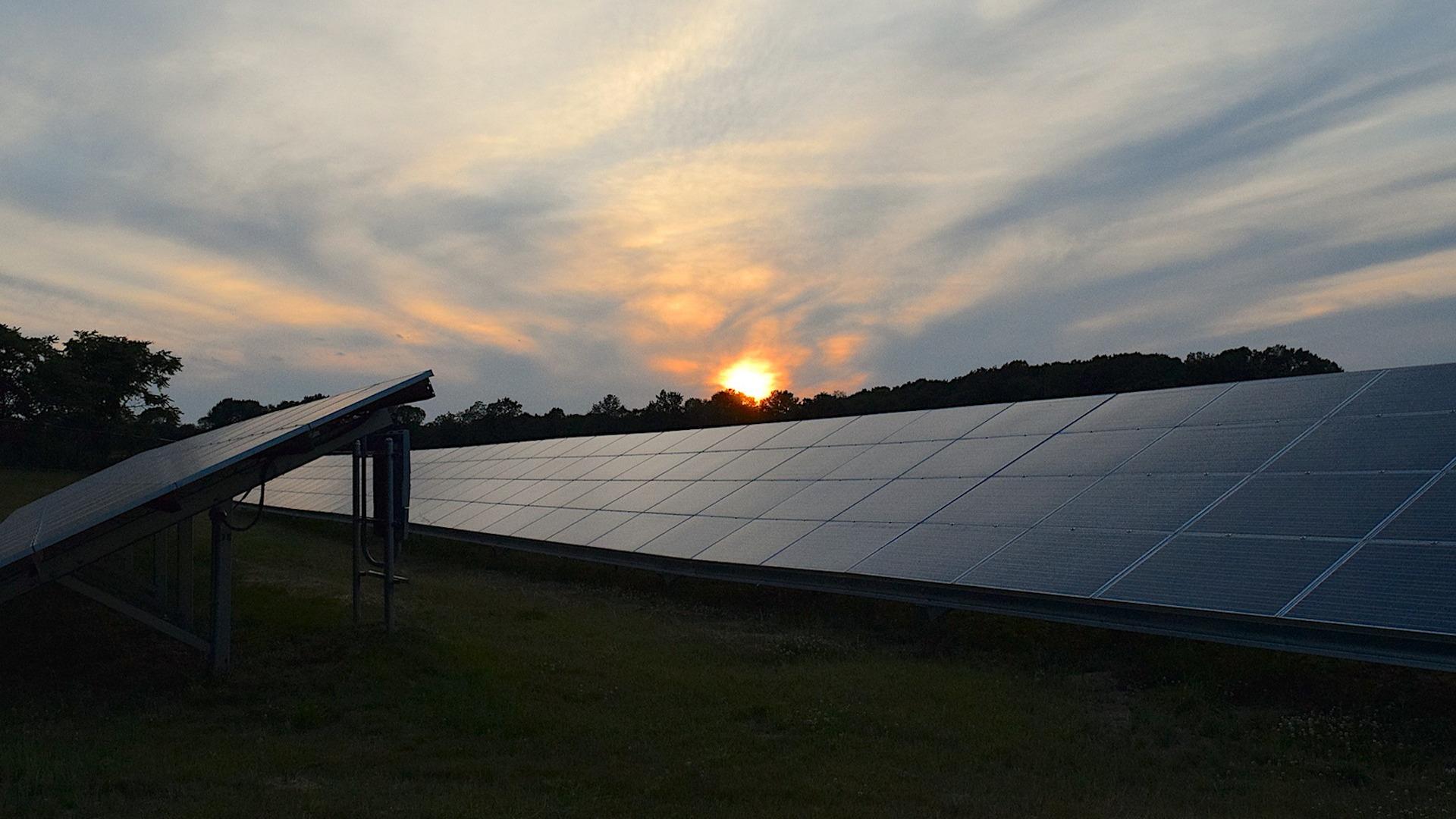 ayudas-para-fomentar-el-uso-de-energias-renovables-y-el-ahorro-energetico-1920