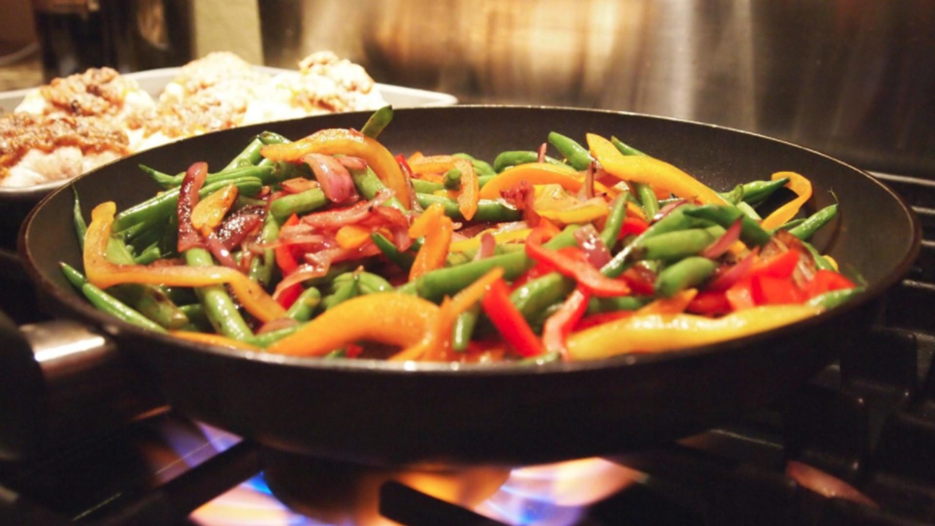 cientificos-afirman-que-son-mas-sanas-las-verduras-fritas-con-aceite-de-olivda-que-cocidas-1920