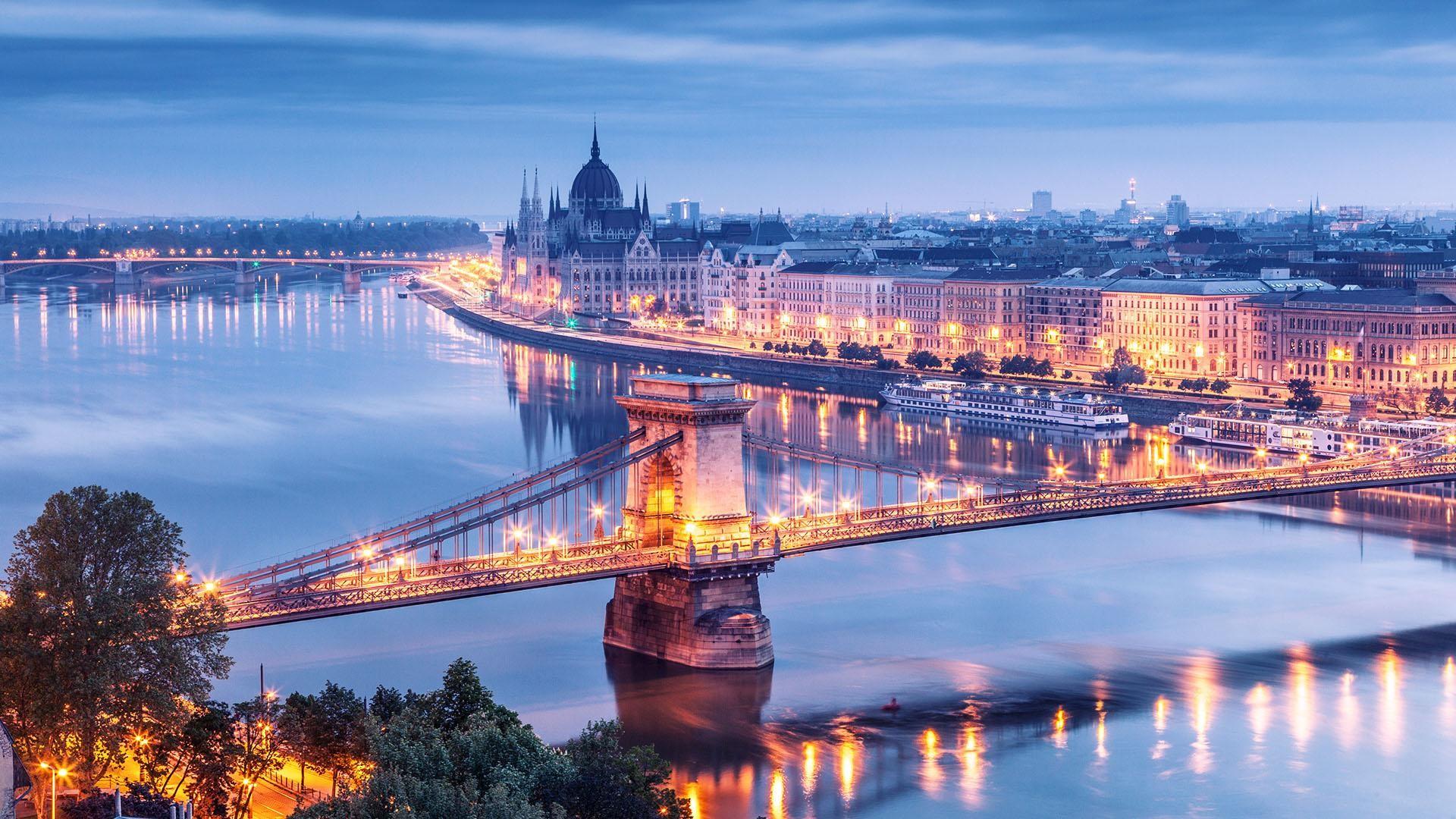 Si estas pensando en ir a Budapest.1920