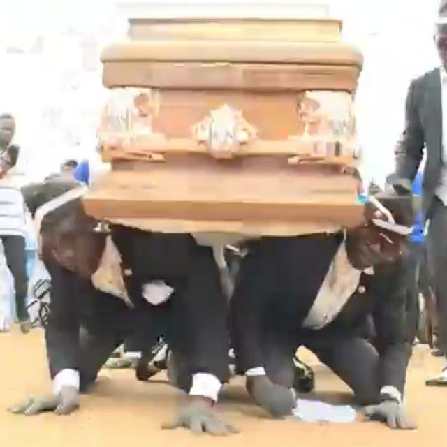Si hay un entierro original, éste en Ghana se lleva la palma
