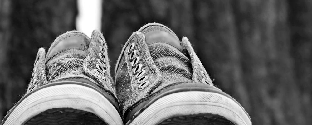 El hombre de los pies calzados