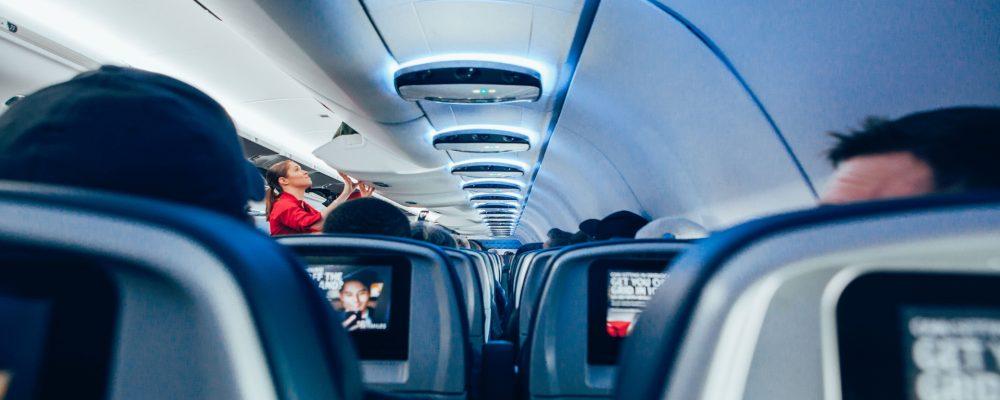 Los secretos que no nos cuentan las azafatas cuando viajamos en avión