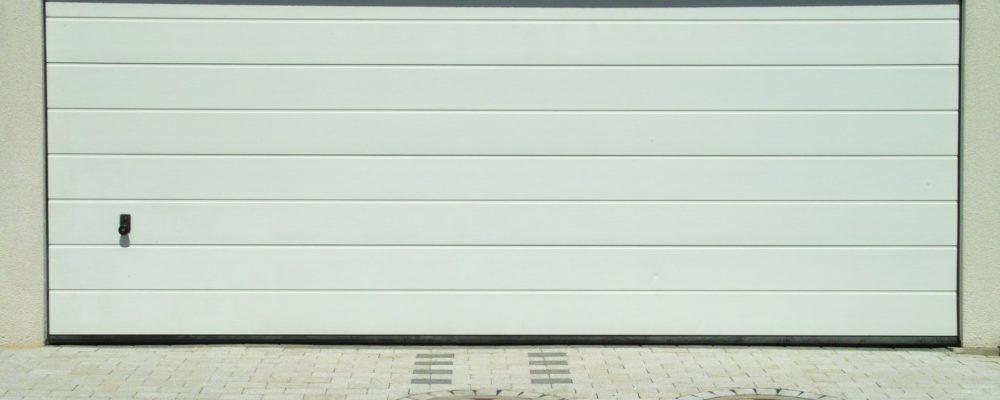 Puertas robustas y automáticas para mayor seguridad en el garaje