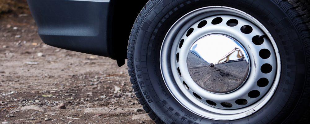 ¿Sabes la información que aparece en los neumáticos de tu coche?