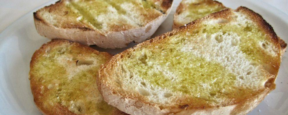 Pan con aceite de oliva, una de las mejores opciones para el desayuno