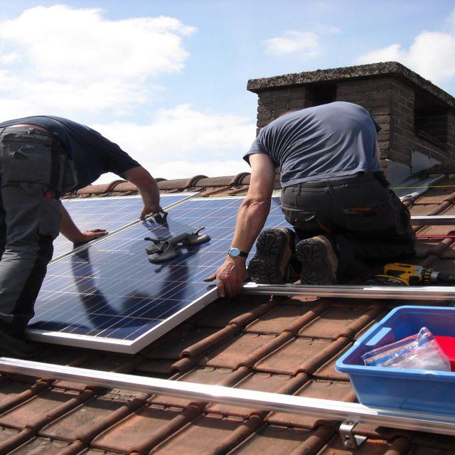 Las tejas solares que permiten que cada casa sea una central eléctrica