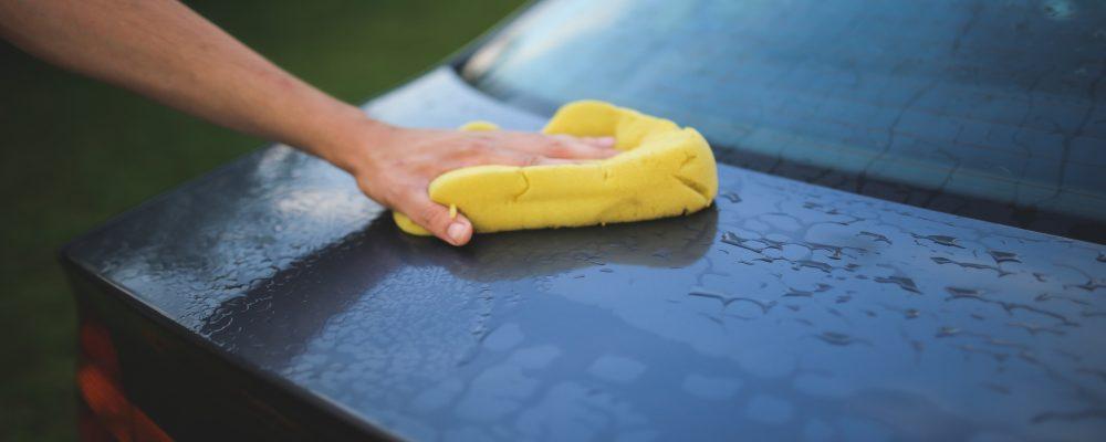Limpiar los cristales del coche: ¡esa tarea tan agradable!