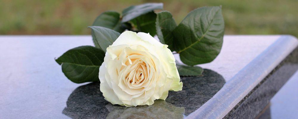 Mármol: Cómo mantener en perfecto estado la lápida de un allegado