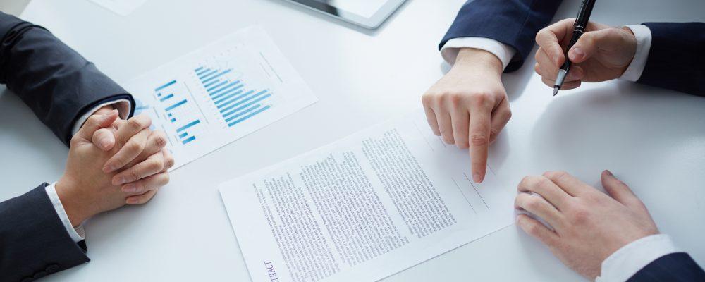 Qué características y cláusulas debe poseer un contrato de servicios