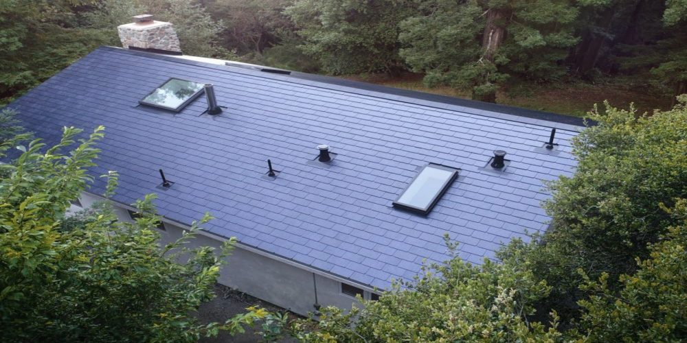 Los empleados de Tesla ya tienen instalados los primeros tejados solares