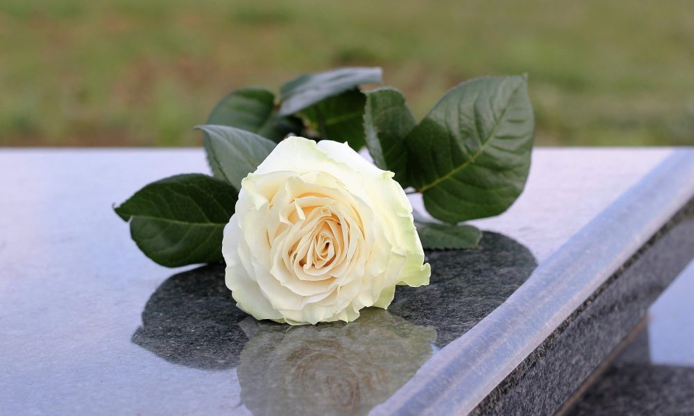 empresa de mármol en galicia como mantener en perfecto estado la lápida de un allegado