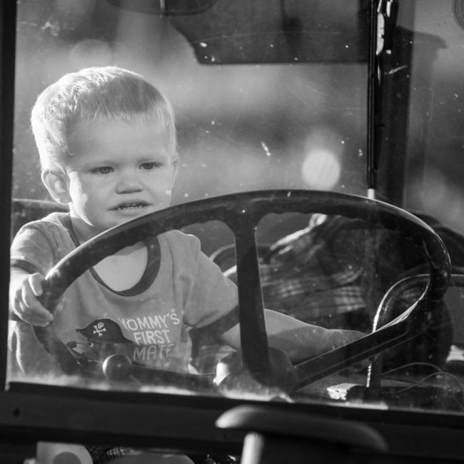 No nos cansamos de advertir sobre lo importe de seguir las medidas de seguridad para evitar los accidentes con el tractor