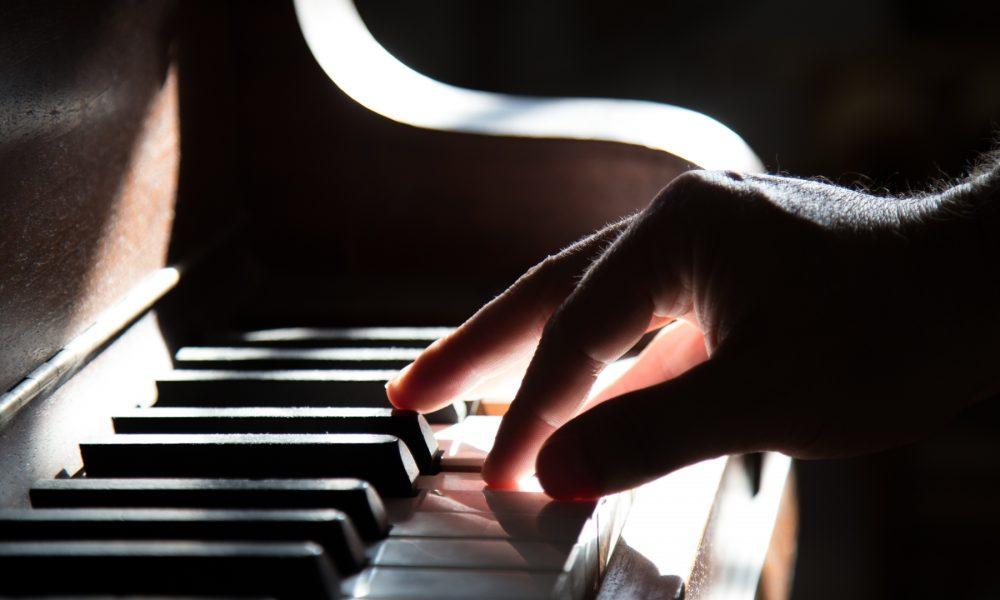 instrumentos-musicales-lo-que-no-debe-faltar-en-tiendas-de-musica-1920