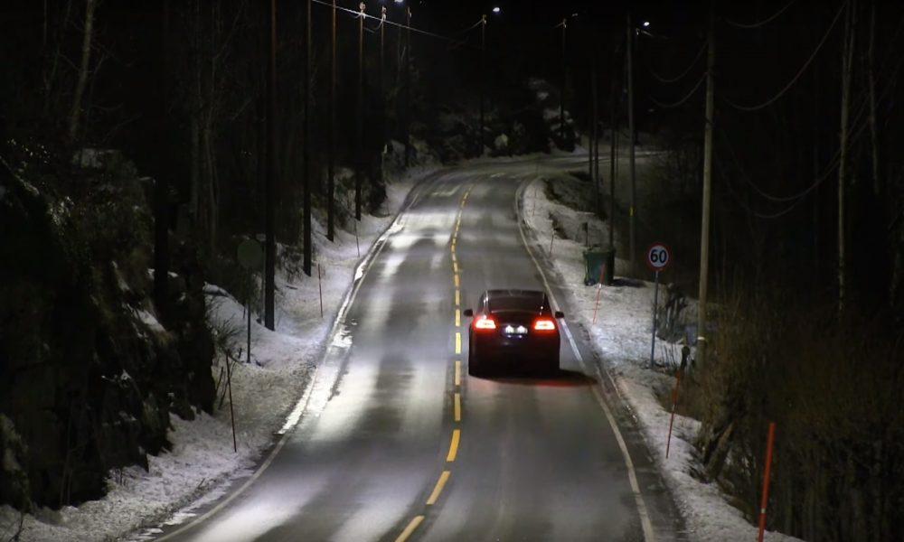 En Noruega estrenan farolas que se encienden cuando detectan un coche.1920