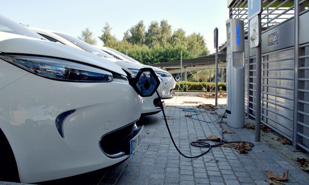coche eléctrico a favor o en contra