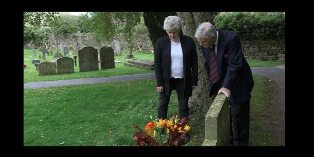 ¿Quién era el extraño que visitaba la tumba de su hermano?