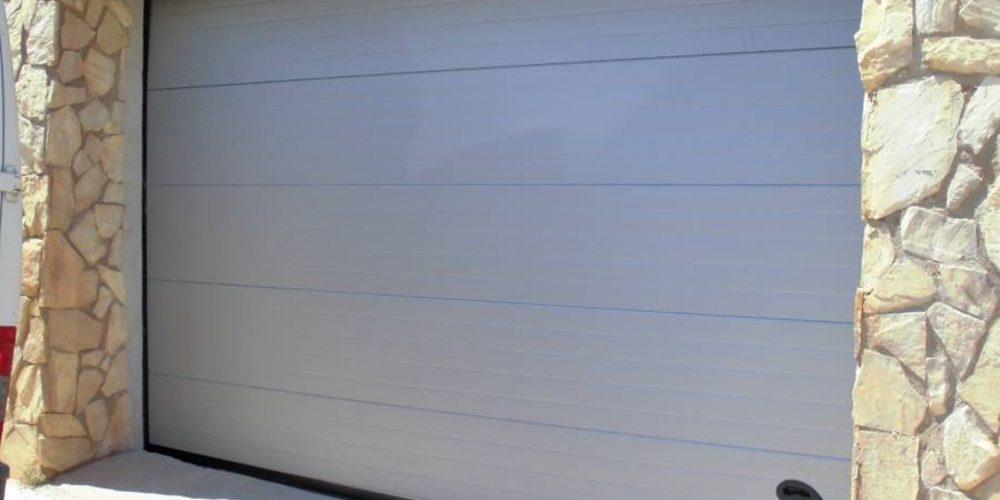 El mantenimiento periódico de una puerta automática