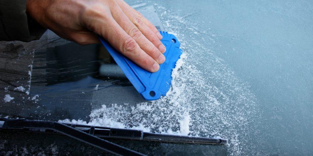 Se acerca el mal tiempo y el parabrisas de nuestro coche necesita ciertos cuidados