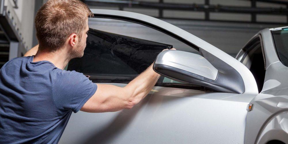 Razones para optar por el tintado de lunas en vehículos