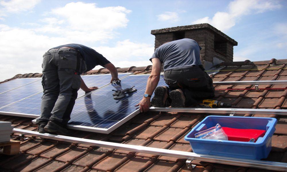 Las tejas solares que permiten que cada casa sea una central electrica1920