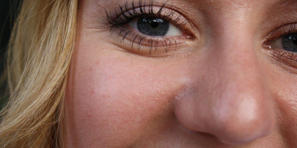 Hábitos que debes evitar para no tener arrugas prematuras