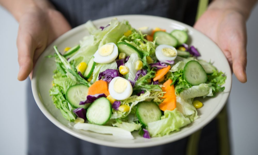 un-estudio-afirma-que-los-hombres-que-comen-frutas-y-verduras-tienen-un-olor-mas-atractivo-1920